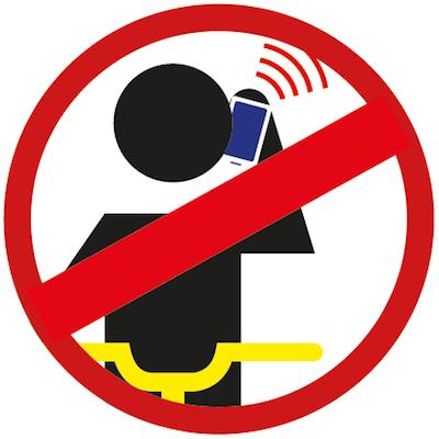 Nie rozmawiaj przez telefon podczas jazdy.