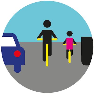 Jazda obok siebie (parami) jest dozwolona o ile nie utrudnia to ruchu innych pojazdów.